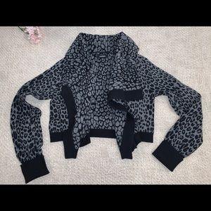 Cropped wrap sweater, grey animal print